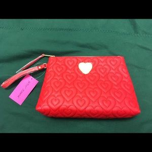 NWT Betsey Johnson Heart in Heart Quilted Case